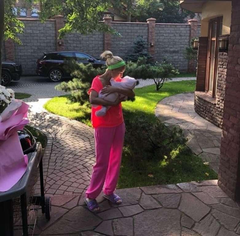 Рожала сама: Лера Кудрявцева опровергла суррогатное материнство