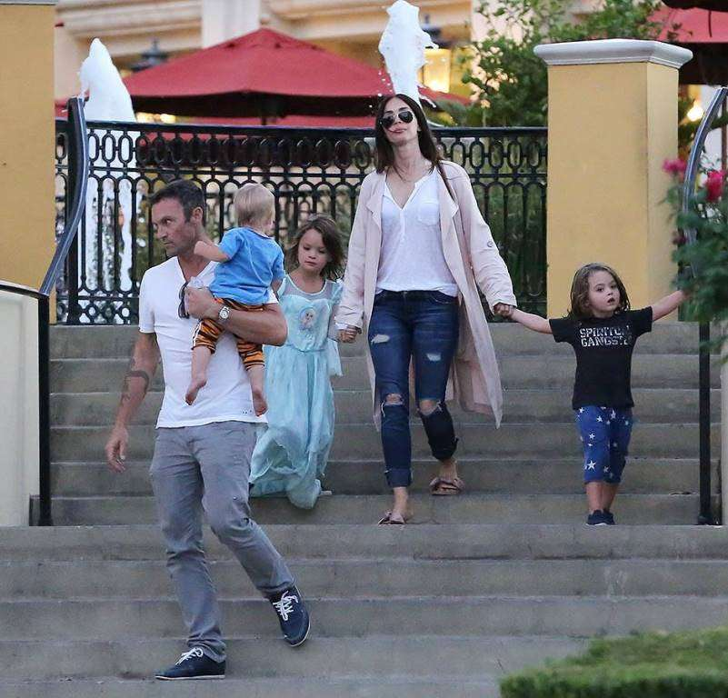 «Как же повезло ее мужу»: Меган Фокс облачилась в кружево для рекламы белья