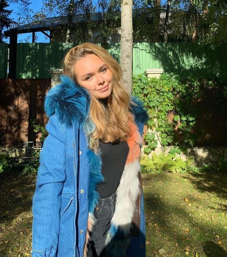 Стеша Маликова подсказала модницам, как правильно носить укороченные джинсы