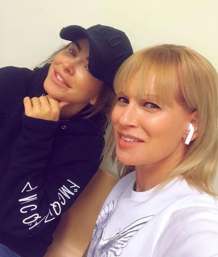 Свежо и сексуально: Олеся Судзиловская показала совместное фото с Ани Лорак