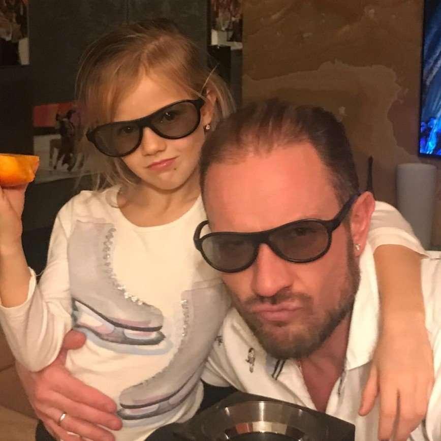 «Вы - наша Гордость!»: в Сети восхищаются семьей Романа Костомарова