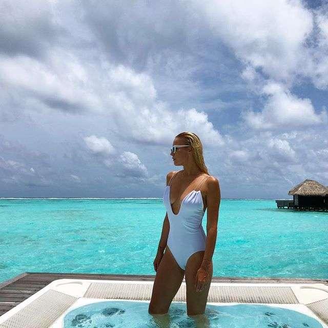 Елена Летучая после прогулки по свалке отправилась отдыхать на острова