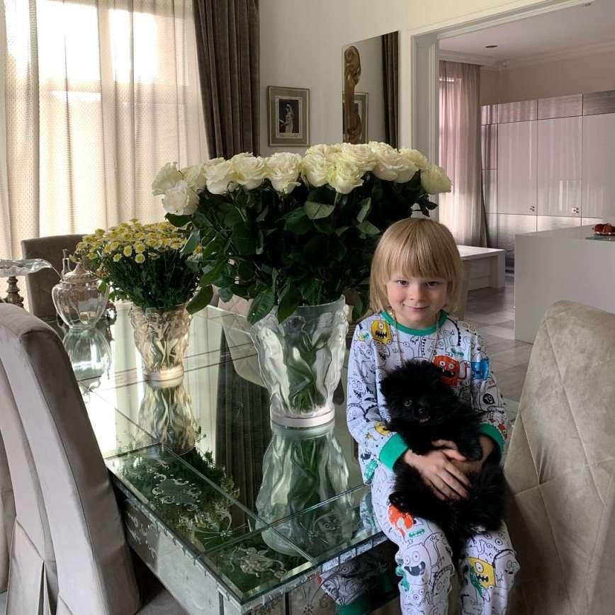 Новый друг: Саше Плющенко разрешили выбрать себе породистого щенка