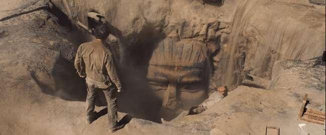 Том Круз в обіймах прекрасної мумії