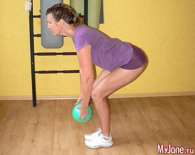 Незвичайні вправи з маленьким гімнастичним мячем