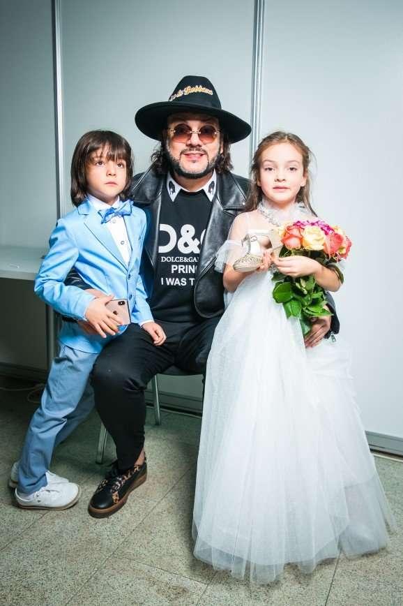 Ксенія Бородіна, Філіп Кіркоров, Жасмин і Сергій Жуков підтримали своїх дітей на модному показі.