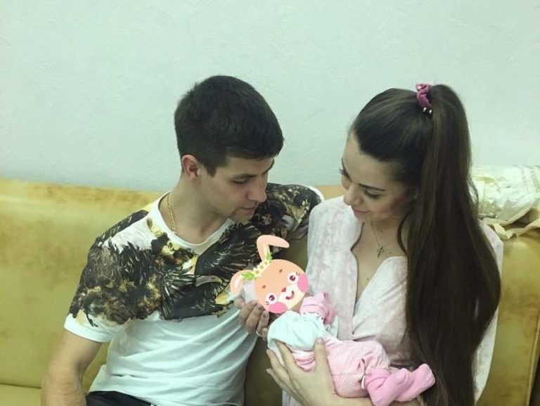 «Могла б сукню одягти»: Ольга Рапунцель виписалася з пологового будинку.