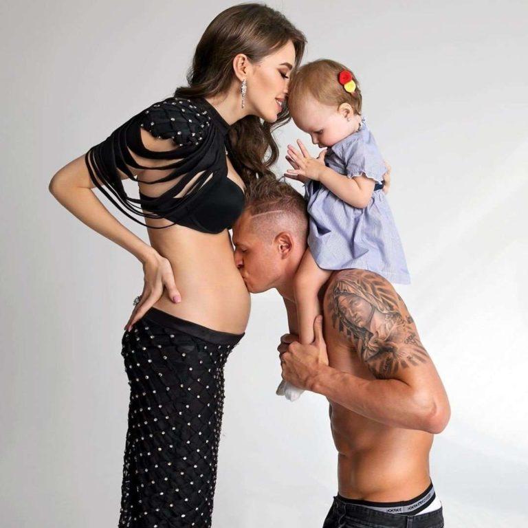 Ми мріяли про погодках: Анастасія Костенко і Дмитро Тарасов чекають другу дитину.