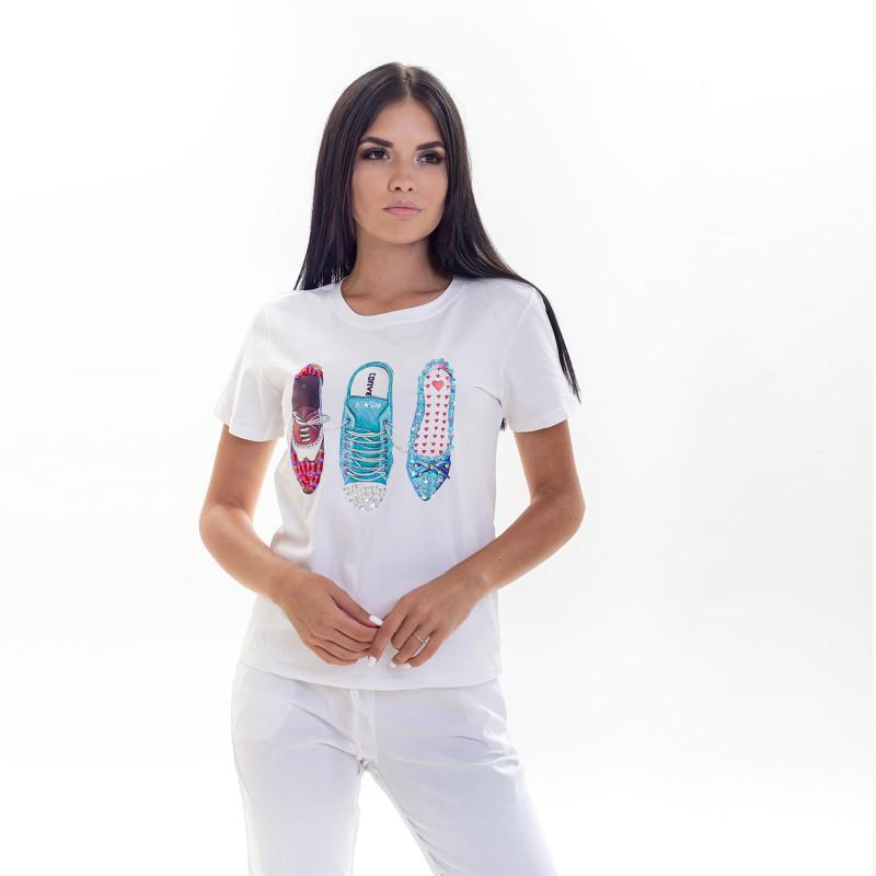 белая футболка с пайетками