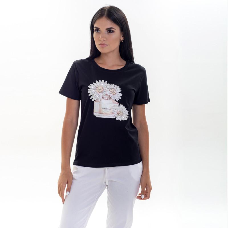Черная женская футболка с декором